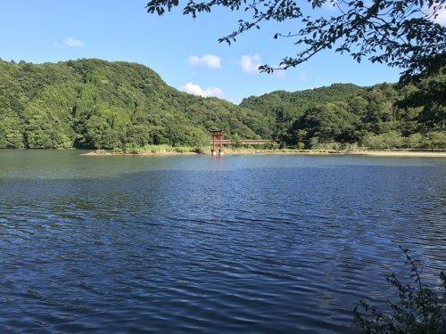 亀山湖畔公園前(鳥居側)