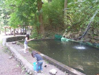 境渓谷キャンプ場釣り堀