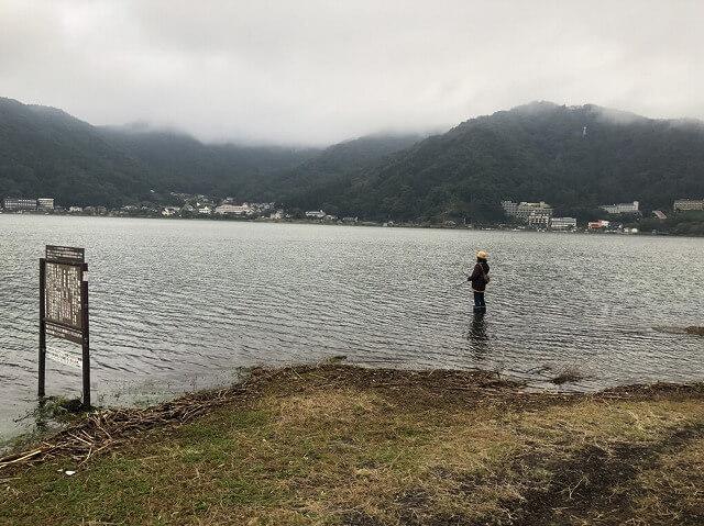 台風後の河口湖でバス釣り